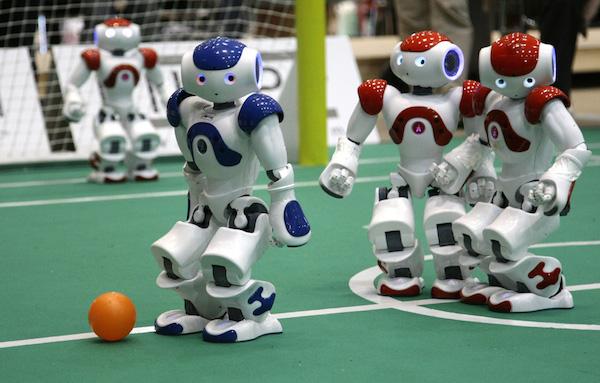 Соревнование роботов-гуманоидов по футболу
