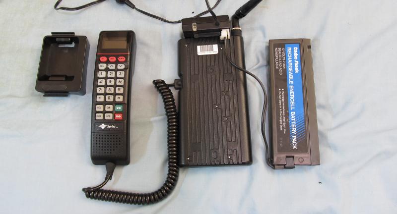 Телефон Motorola 2600 с кислотно-щелочной батареей